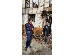 Evi Yanan Yaşlı Kadına Belediye Sahip Çıktı