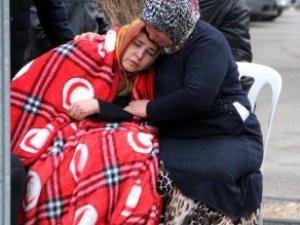 Acılı Aileler, Adli Tıp Önünde Cenazeleri Almak İçin Bekliyor