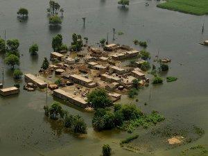 Pakistan'da şiddetli yağışlar 42 can aldı