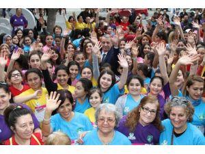 Gaziemir'de 'Renkli Kadınlar Koşusu'