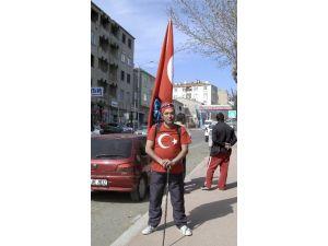 Sırtında Türk Bayrağı İle Çanakkale'ye Yürüyor