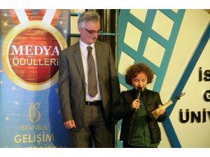 Minik Yıldız, Oyunculukta İlk Ödülünü Aldı, Yönetmen Olmak İstediğini Açıkladı