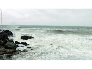 Karadeniz'de Dalga Boyu 5 Metreyi Geçti