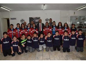 Futsal Ve Voleybol Takımı, Başkan Yardımcı Kula'yı Ziyaret Etti
