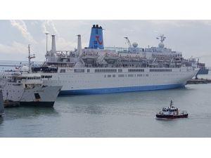 Mersin'e Kurvaziyer Gemisiyle Bin 200 İngiliz Turist Geldi
