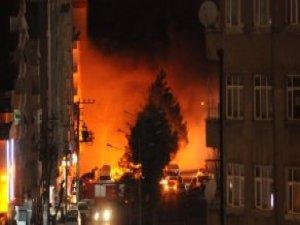 Diyarbakır'da Terörsitler Silahlarla Sokaklara İndi, Şehri Yaktı