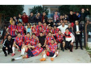 Başkan Ozan, Şampiyon Karpuzlu Belediyespor'u Kutladı
