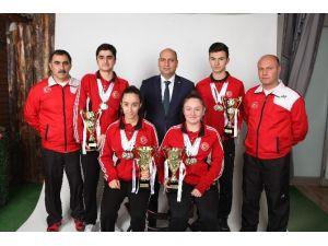 Badmintoncular Avrupa Şampiyonası İçin Polonya' Ya Gittiler