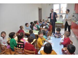 Başkan Ayaz Vali İhsan Dede Okulunu Ziyaret Etti