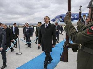 Aliyev tarihi zirve için Türkiye'de