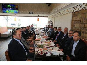 Sakarya Büyükşehir Belediyesi Daire Başkanları Sapanca'da Bir Araya Geldi