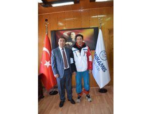 Belediye Başkanı Toksoy'dan, Başarılı Milli Sporcuya Ödül