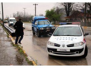Sakarya'da Servis Minibüsü İle Otomobil Çarpıştı: 1 Yaralı