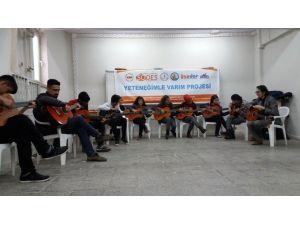 Sodes'le Gençler Gitar Öğreniyor