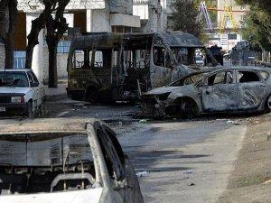 PKK'lı teröristler Bağlar'da araçları durdurup ateşe verdi