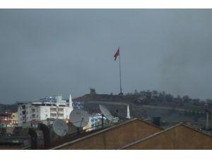 Şırnak'ta Barikatlar Top Atışlarına Tutuldu