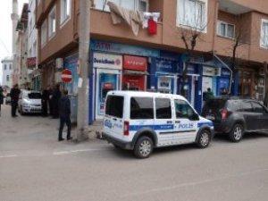 ATM'yi Soymaya Kalkan Hırsız, Banka Görevlisine Takıldı