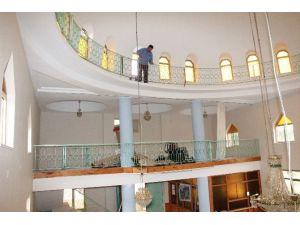 Kavak'ta Camilerde Boya-badana Çalışmaları