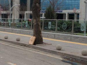 Ankara Büyükşehir Önünde Şüpheli Paket Alarmı