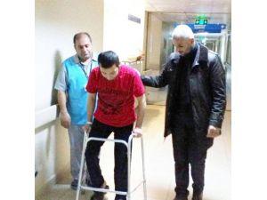 Hastane Personeli Yaralı Türkmen Savaşçıya Protez Bacak Aldı