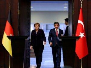 """İngiliz Gazete """"AB-Türkiye Anlaşması Tehlikede"""" Yazdı, Merkel'den Yanıt Geldi"""