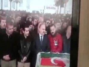 CHP'li Gök'ün Cenaze Namazındaki Hareketleri Şaşırttı