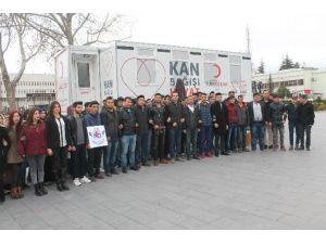 Üniversiteli Gençler Kanlarını Bağışladı