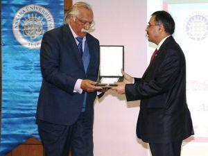 Prof. Dr. Erkan Türkmen'e Pakistan Büyükelçisi'nden Plaket