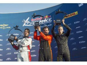Red Bull Air Race'de Sezonun İlk Yarışı Sürprizle Başladı