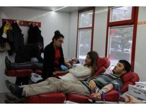 Başkan Akdoğan'ın 'Kan Bağışı' Çağrısına Gençlerden Destek Geldi