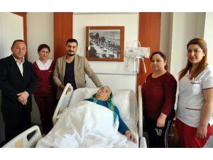 Yaşlı Kadın, Uyutulmadan Yapılan Ameliyat İle Sağlığına Kavuştu