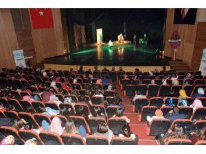 Mehmet Akif Ersoy'u Anlatan Tiyatro Sahnelendi