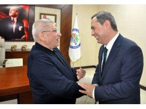 Hayırsever İş Adamı Kameroğlu Başkan Uysal'a Kitabını Hediye Etti