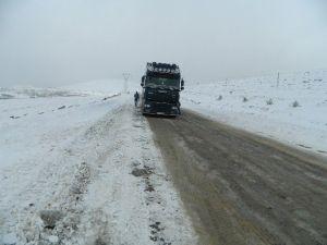 Ulgar Dağı'nda Ulaşıma Kar Engeli
