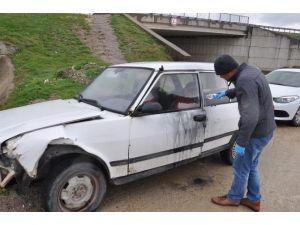 Çaldıkları Araçla Kaza Yaptılar