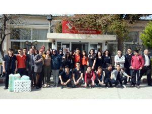Öğrencilerin Ziyareti Yaşlıları Mutlu Etti
