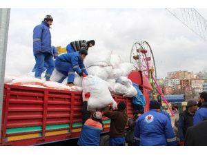 Kağıthane'den Bayırbucak Türkmenlerine 2 Tır Yardım