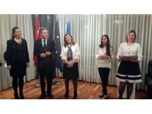 """Romanya Büyükelçiliği'nde """"34 Kadın: 34 Dünya"""" Sergisi"""