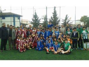 Küçük Erkeklerde Futbolun Şampiyonu Karamelik Ortaokulu Oldu