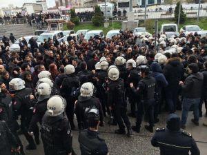 Gözaltındaki Avukatlara Destek Açıklamasına Polis Müdahalesi