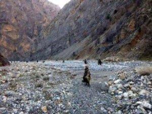 Tunceli'de PKK'lıların Yola Tuzakladığı 600 Kiloluk Bomba İmha Edildi