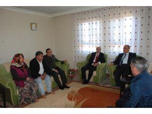 Vali Demirtaş Ve İl Protokolü Şehit Ailelerini Ziyaret Etti