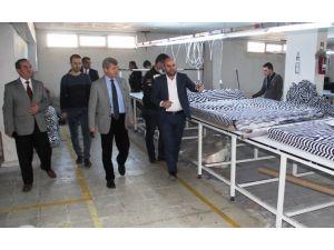 Vali Çınar Tekstil Fabrikasını Ziyaret Etti