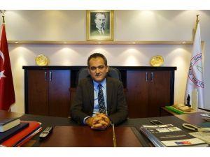 Rektör Özer Çanakkale Şehitleri'ni Andı