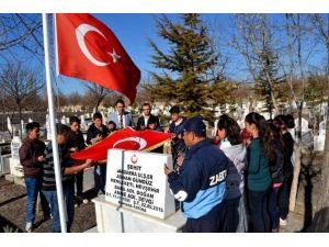Yazıhüyük Kasabasında Şehitler Mezarları Başında Anıldı