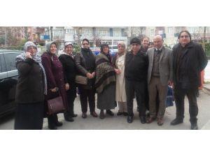 Başkan Oral'ın Ailesi Dualarla Umre Yolculuğuna Uğurlandı