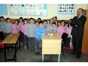 Minik Öğrenciler Harçlıklarını Türkmenlere Verdi