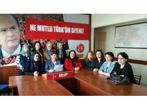 MHP'li Kadınlar Şehitleri Ve Çanakkale Zaferini Andı