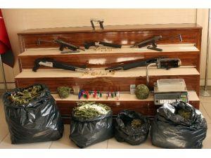 Gaziantep'te Çok Sayıda Uyuşturucu Ve Silah Ele Geçirildi