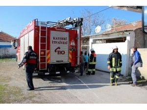 TEK Katlı Evde Çıkan Yangın Korkuttu